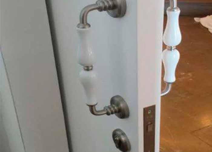 mecanitzat portes de fusta blanques